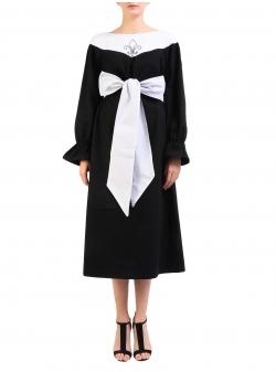 Rochie alb-negru cu floare de crin Nicoleta Obis