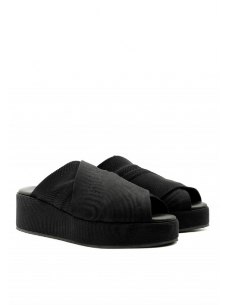 Black slippers with high soles Muff Meekee