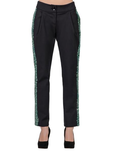 Pantaloni negri cu vipusca din paiete