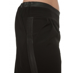 Pantaloni negri cu aplicatii spate