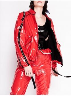 Jacheta rosie din lac cu aplicatii Chic Utility