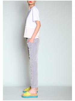 Pantaloni conici din material fluid